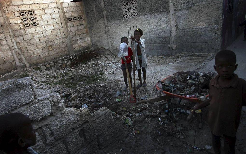 Wereldwijd leven er nog steeds 40 miljoen mensen in slavernij. Een op de vier daarvan is kind. In Haïti zijn zo'n 300.000 kinderen door arme ouders aan familie of een rijk gezin 'weggegeven' of 'verkocht'. Ze worden uitgebuit en niet zelden misbruikt. be