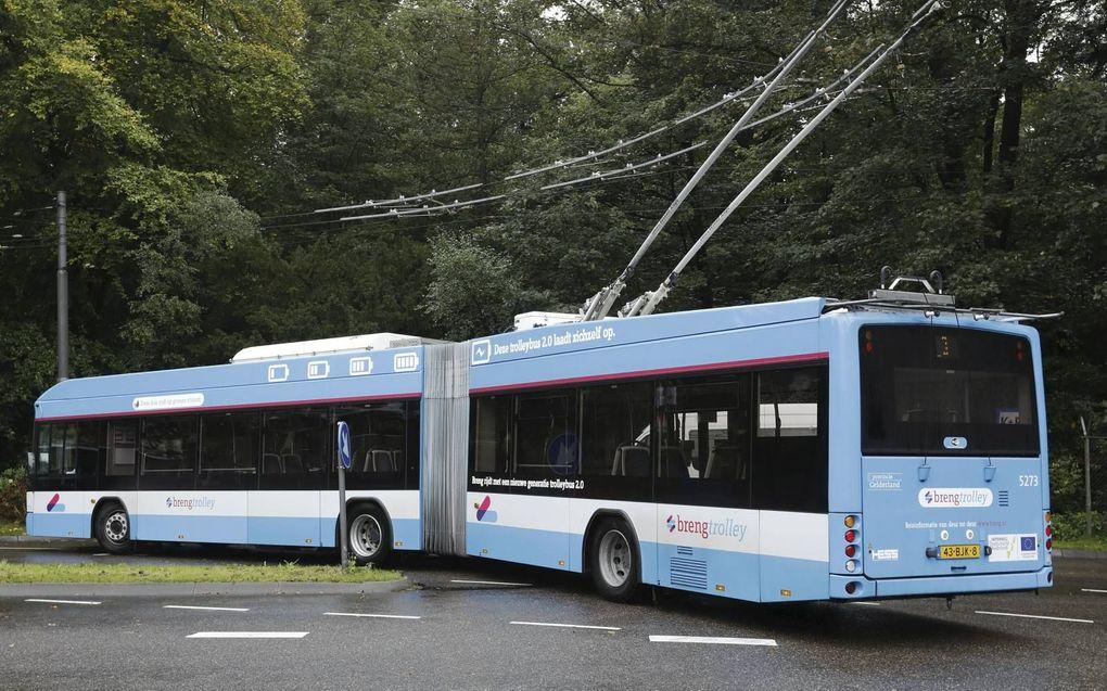 Trolleybus 2.0 kan minimaal 10 kilometer zonder bovenleiding rijden. Het enthousiasme bij de chauffeurs over de nieuwe bus is groot.beeld VidiPhoto