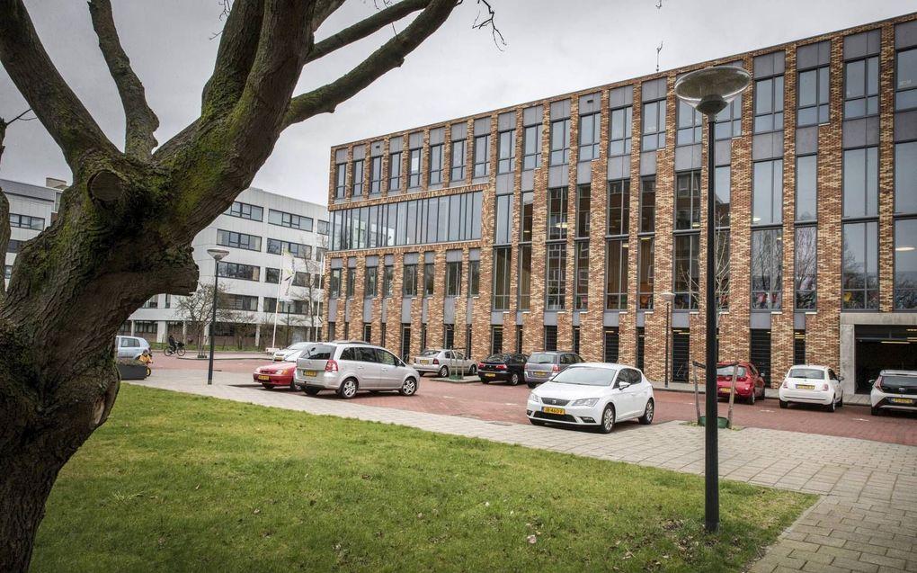 """""""Ook voor reformatorische scholen zal de eigen identiteit botsen met de basiswaarden die ze straks op last van de overheid zullen moeten uitdragen."""" Foto: Driestar College in Leiden. beeld RD, Henk Visscher"""