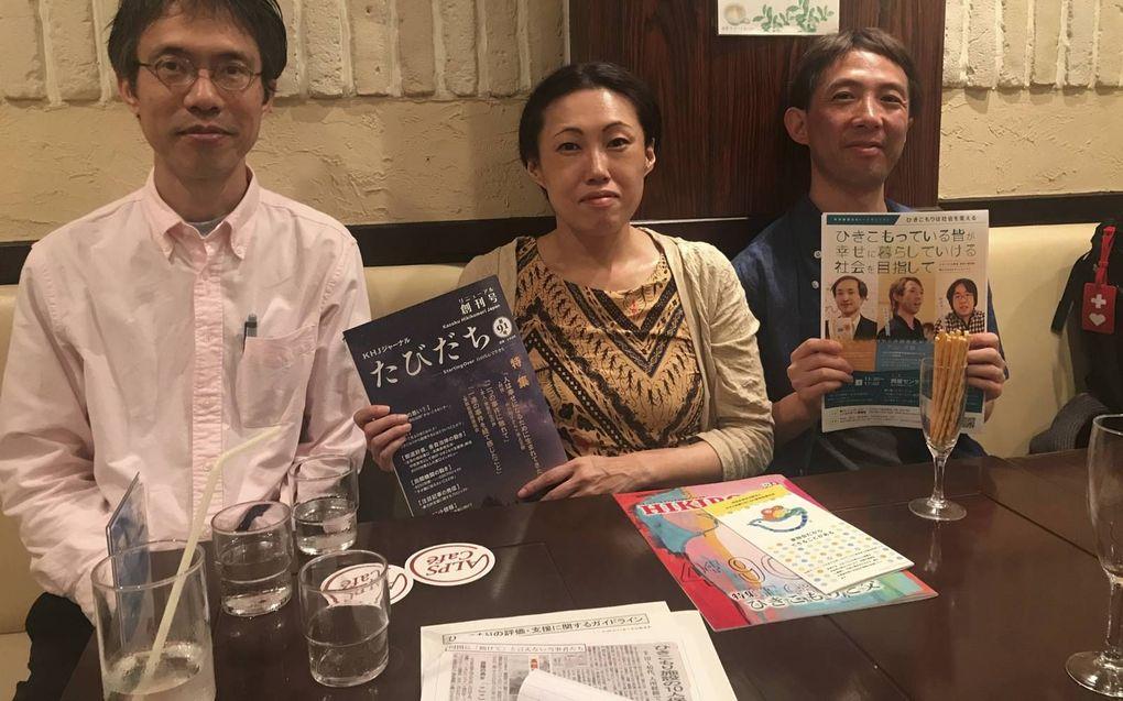 Hiroo Shimoyama, Rika Ueda, en Toru Moriskita zetten zich in om hikikomori –sociale kluizenaars– te helpen. Het taboe dat rond deze bevolkingsgroep hangt, willen ze doorbreken met posters en voorlichtingsmateriaal.beeld RD