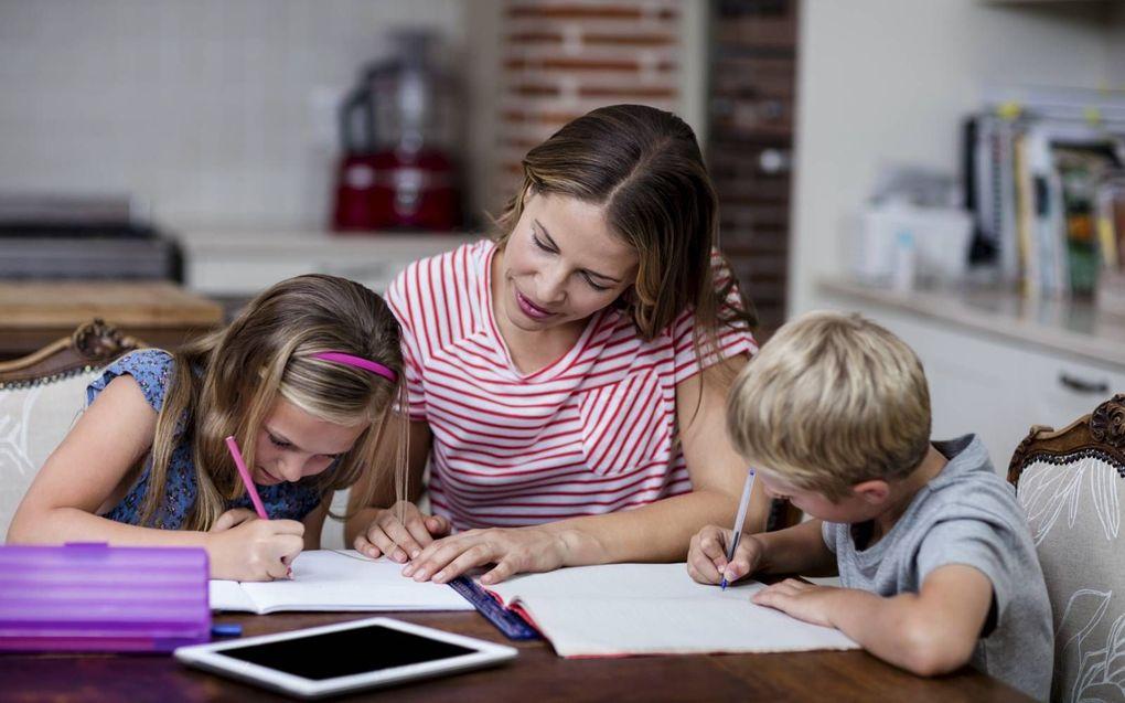 De toch al veelzijdige rol van een ouder krijgt een extra dimensie: leerkracht zijn.