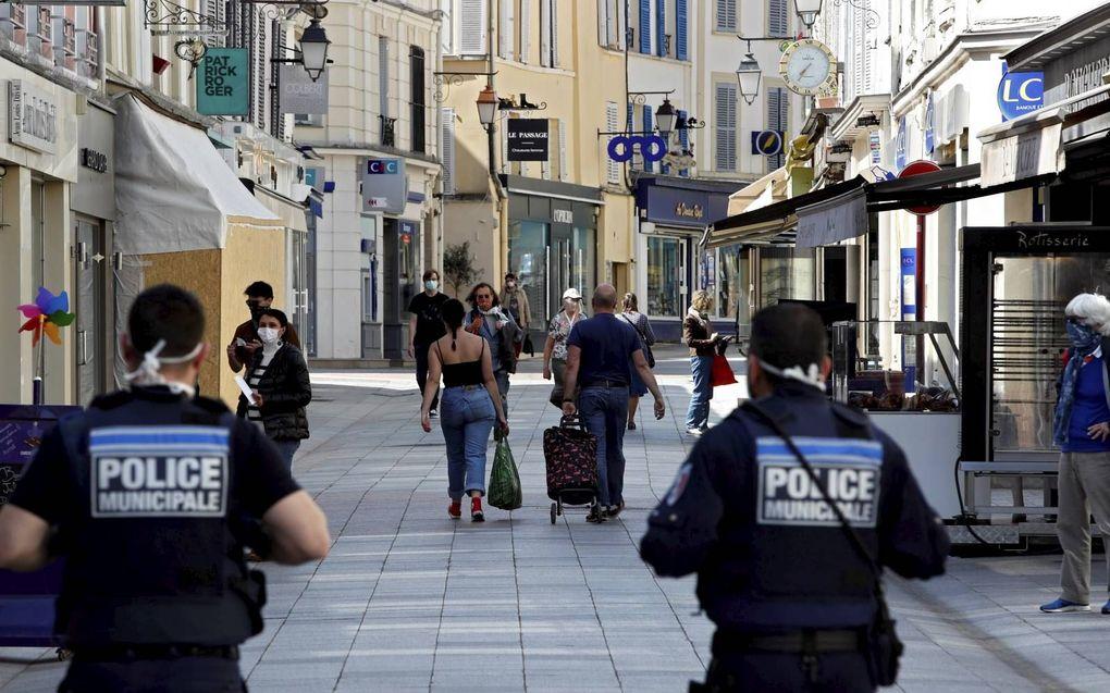 In de Franse stad Sceaux is het dragen van gezichtsbedekking verplicht voor iedereen boven de 10 jaar.beeld AFP, Thomas Coex