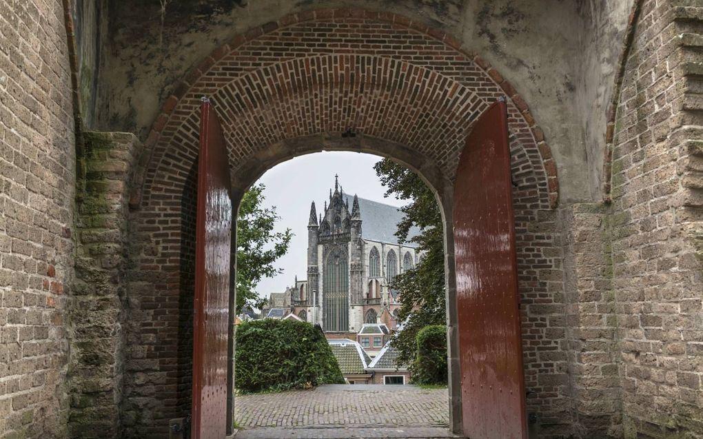 """""""Als in de samenleving allerlei deuren weer opengaan, kan dat toch ook gelden voor de kerkdeuren? De kerkgang is wezenlijk voor een christen. Het geloof is niet iets voor achter de voordeur."""" beeld iStock"""