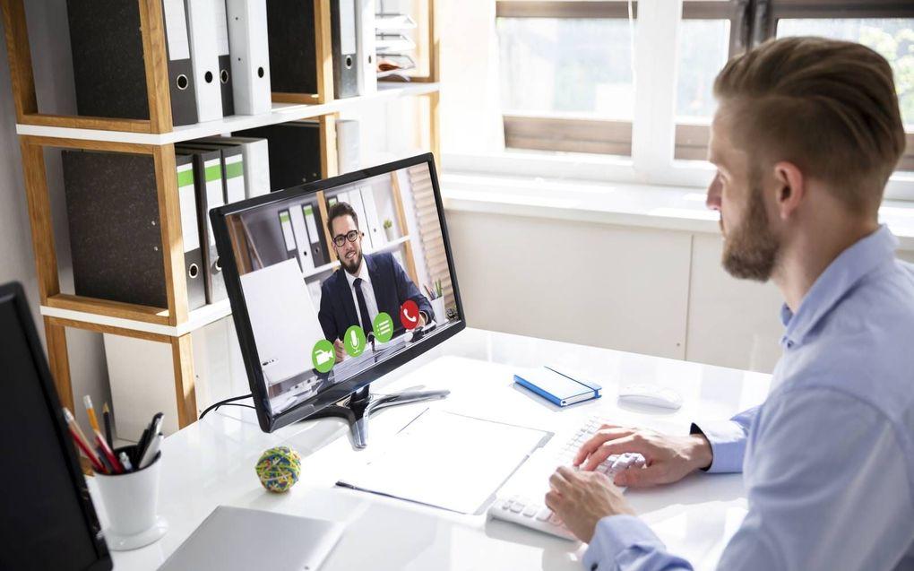 Veel werkgevers voeren sollicitatiegesprekken door met kandidaten te videobellen. Hoewel deze nieuwe vorm van sollicteren lastig kan zijn, heef het zeker ook z'n voordelen. beeld iStock