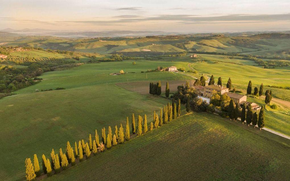 Italianen trekken weer van de stad naar het platteland, zoals naar de dorpen in Toscane.beeld EPA, Fabio Muzzi