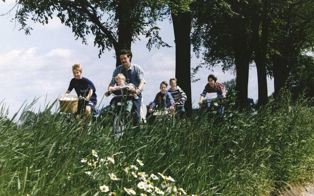 Nu veel mensen niet op vakantie gaan, kiezen sommige gezinnen ervoor om de vrije dagen in de natuur in eigen land door te brengen. beeld ANP, Ruud Hoff
