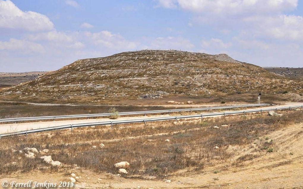 In Tel Eton (Juda) is een grote woning opgegraven met daarin een kamer zonder voorwerpen. Die was wellicht bedoeld voor hen die tijdelijk onrein waren. Foto: Tel Eton. beeld Ferrel Jenkins