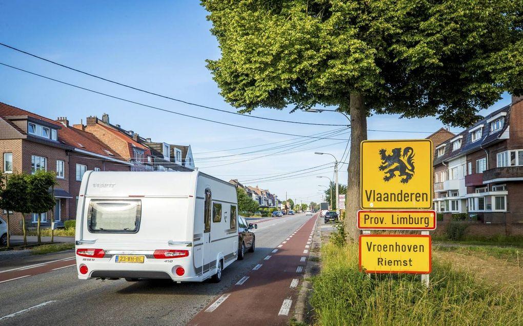 Op 15 juni gingen de grenzen naar een groot aantal Europese landen, waaronder België, weer open. Toch kiezen veel Nederlanders dit jaar voor een vakantie in eigen land. beeld ANP, Marcel van Hoorn