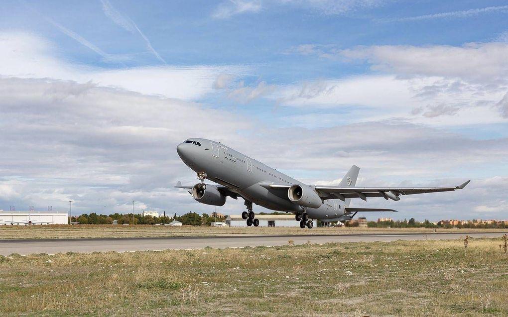 De Airbus A330 MRTT in volle glorie. Het nieuwe vliegende tankstation van de NAVO treedt dinsdag aan op vliegbasis Eindhoven. De luchtmacht moet een groots opgezet promotiefeestje afblazen door corona.  beeld MRTT