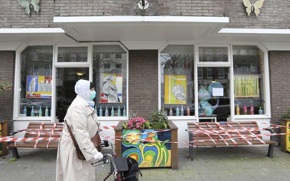 In april lag het Rotterdamse verpleeghuis De Leeuwenhoek (foto) onder vuur vanwege een hoog aantal besmettingen en doden door Covid-19. Er zou fout op fout zijn gemaakt. Onderzoek pleitte de instelling echter vrij.beeld Pieter Stam de Jonge