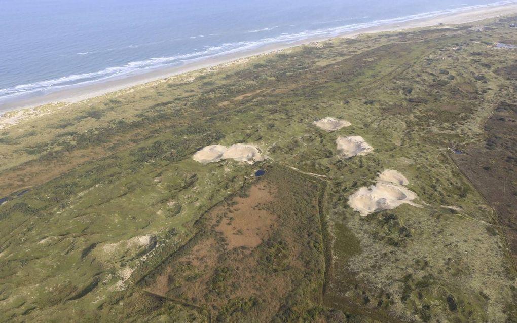 De duinen van Terschelling met in het midden de duinvallei Griltjeplak.beeld Rijkswaterstaat