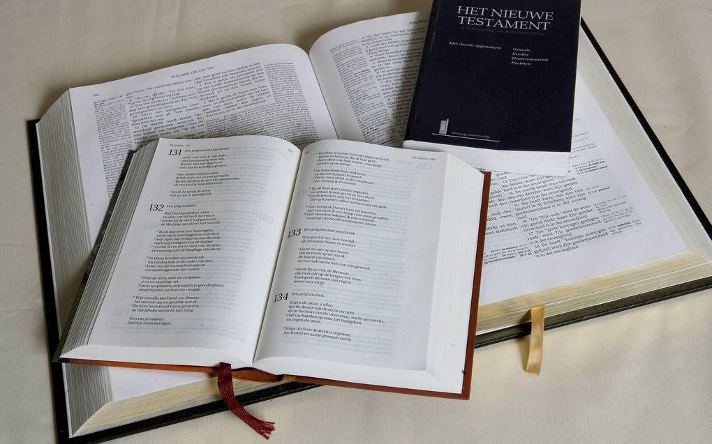 Aan revisie van Bijbelvertalingen valt niet te ontkomen. Taal is nu eenmaal levend en bewegelijk.beeld RD
