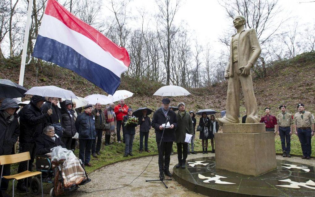 Herdenking van de kampslachtoffers bij De Stenen Man op de executieplaats.beeld RD, Anton Dommerholt