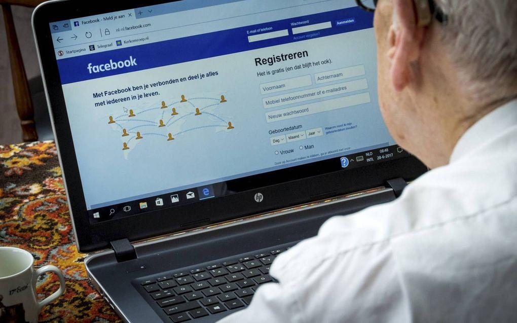 """""""Facebook en ook andere techreuzen stellen niet alleen criteria op voor wat wél en wat níet getoond mag worden maar kiezen ook wat goed is en wat niet."""" beeld ANP, Lex van Lieshout"""