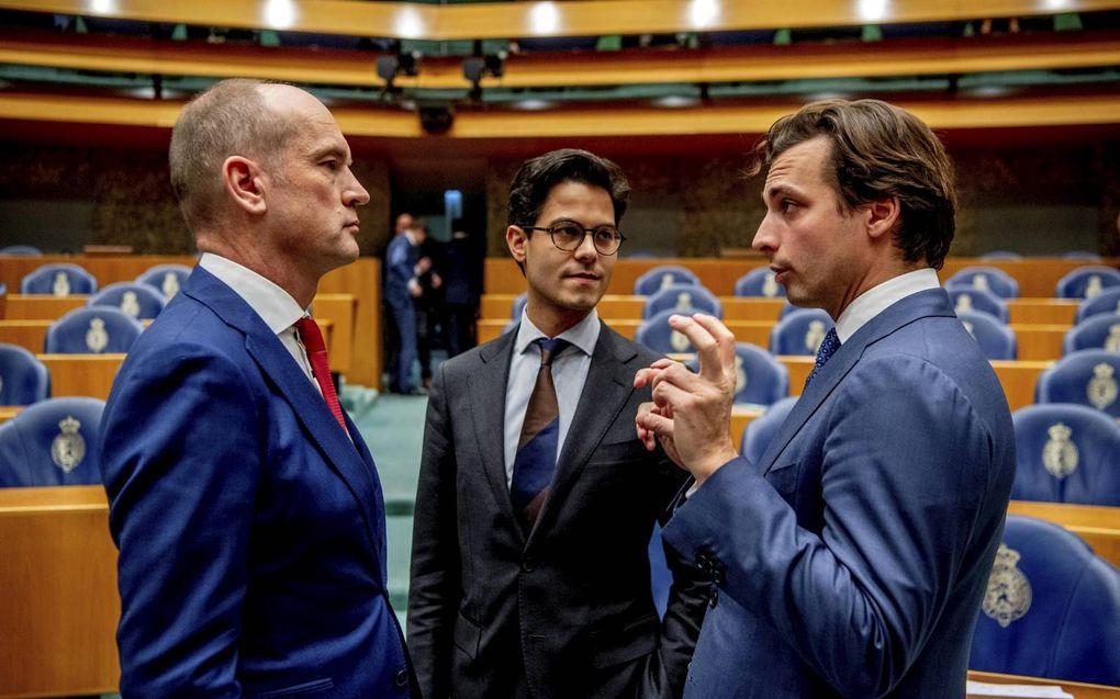 Een deel van de bevolking in Nederland gaat gebukt onder het steeds zwaarder wordende juk van het immigratiebeleid. In plaats van deze problemen onder ogen te zien, worden partijen die ze wel principieel aan de kaak durven stellen weggezet als racisten en