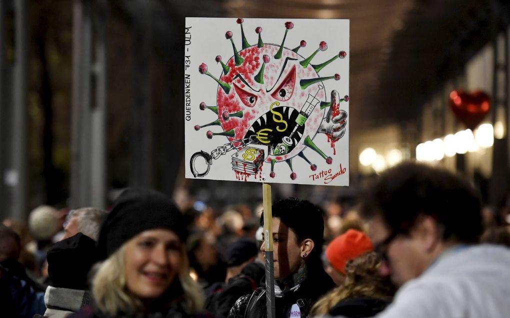 Betogers demonstreerden vorige week zaterdag in Leipzig tegen de coronamaatregelen van de Duitse overheid. beeld AFP, John MacDougall