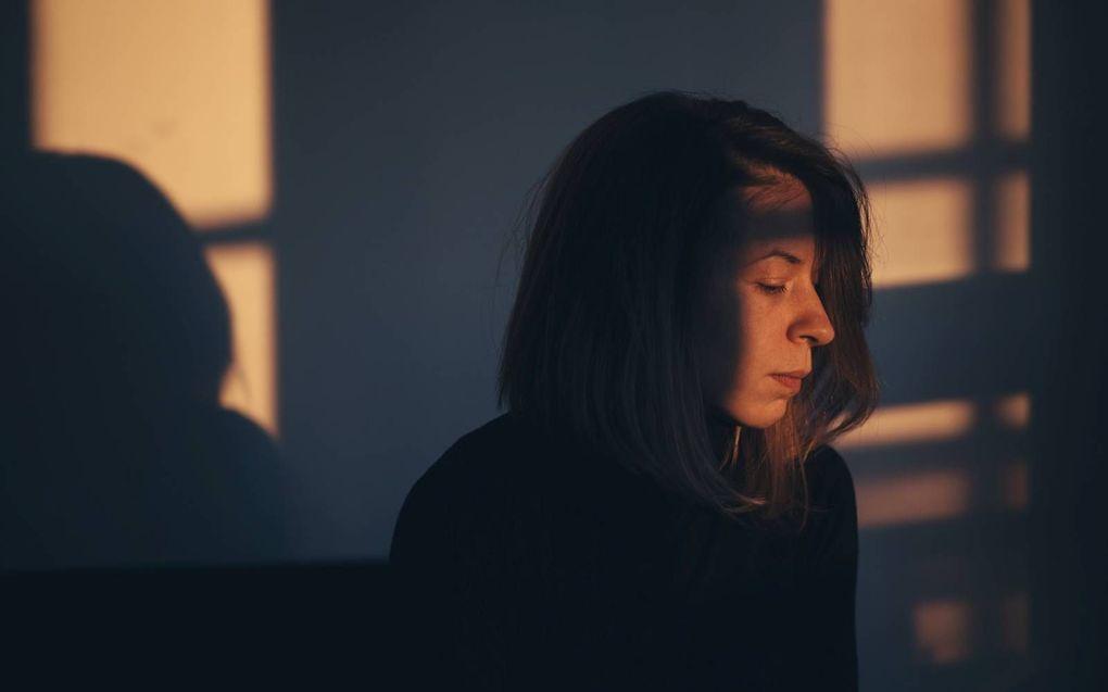 Nabestaanden van suïcide krijgen te maken met complexe rouw. Behalve verdriet ervaren ze vaak ook boosheid: richting hulpverleners maar ook richting degene die overleden is. De persoon op de foto komt niet voor in het artikel. beeld iStock