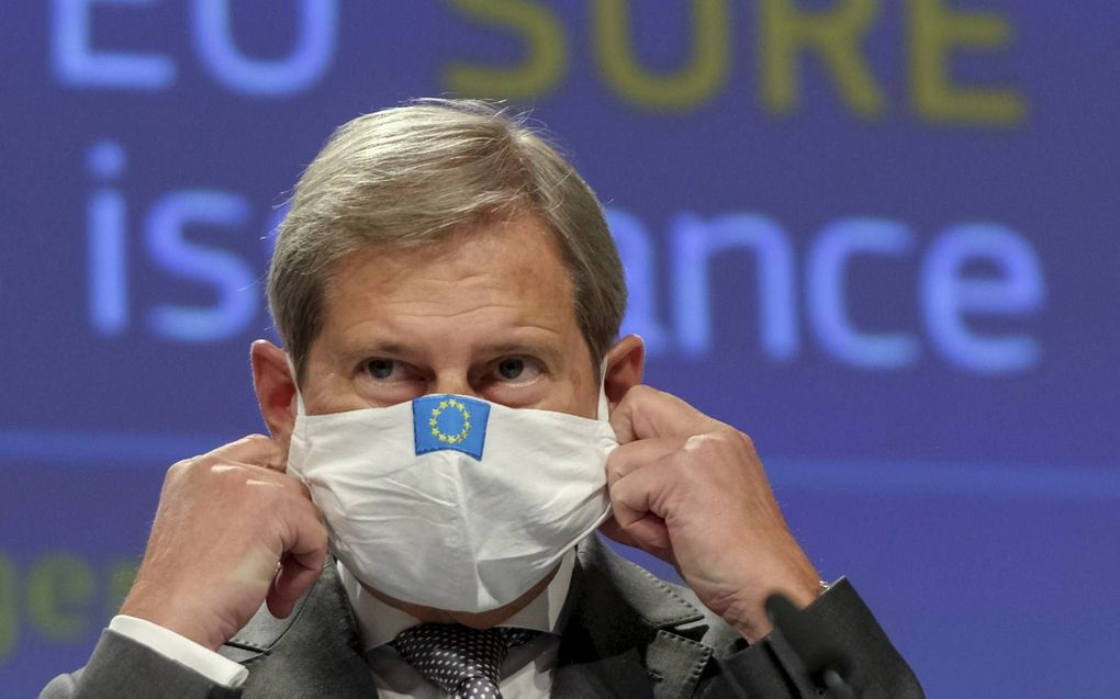 Eurocommissaris Johannes Hahn. beeld AFP, Olivier Hoslet