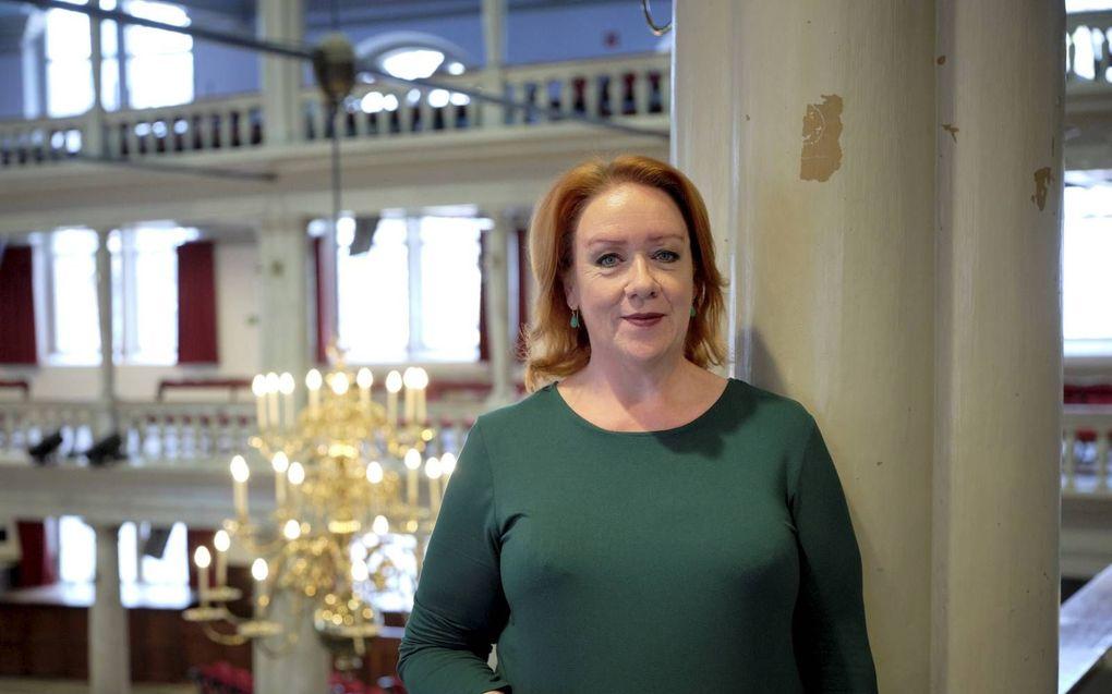 """Prof. dr. Sabine Hiebsch (in de Oude Lutherse Kerk aan het Spui in Amsterdam): """"Luthers """"Sermoen over de voorbereiding op het sterven"""" verscheen in 1519, een uiterst spannend jaar.""""beeld Sjaak Verboom"""
