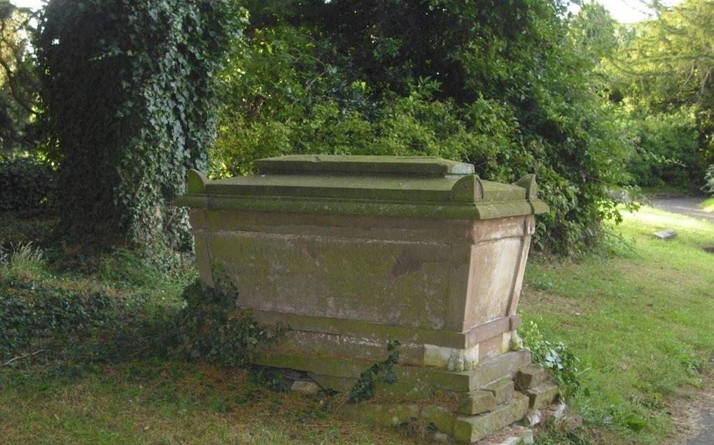 Het graf waarin John Whitmore Winslow samen met zijn grootmoeder Mary Winslow begraven ligt, op Royal Leamington Spa Cemetry (Warwickshire, Engeland).beeld RD