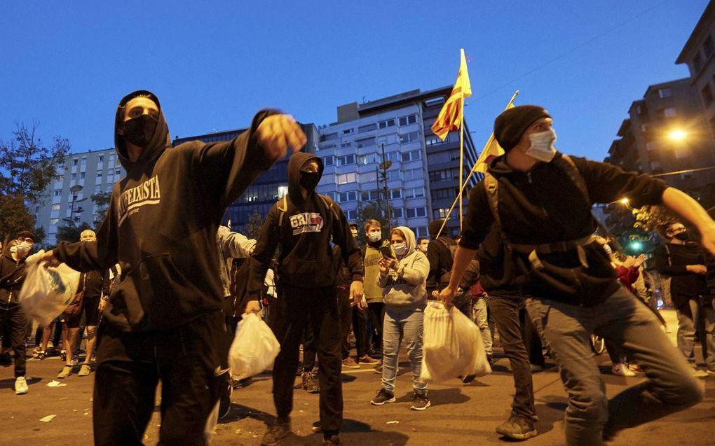 In diverse Catalaanse steden braken protesten uit na het afzetten van premier Quim Torra.beeld EPA, David Borrat