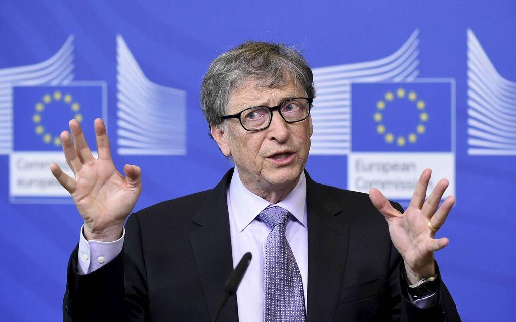 Bill Gates op een congres in Brussel. De medeoprichter van softwaregigant Microsoft voorspelde in 2015 al dat er een pandemie zou komen. Zou hij de corona-uitbraak gepland hebben? En wat voor duistere bedoelingen heeft hij met een vaccin tegen corona?bee