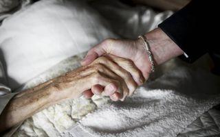 """Een pleidooi voor """"goed sterven"""", naar de meer letterlijke, oorspronkelijke betekenis van het woord """"euthanasie"""", blijft noodzaak. Een christen zal bovendien pleiten voor stervenspastoraat om te komen tot een """"zalig sterven"""".beeld RD, Henk Visscher"""