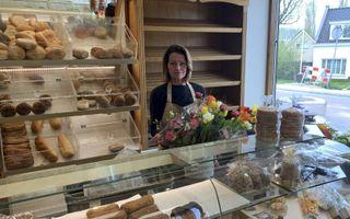 Bakkersvrouw Kim Vos van Bakkerij Van der Linden. De Ridderkerkse winkel werd maandag overvallen.beeld RD