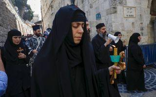 Orthodoxe christenen op de Via Dolorosa.beeld EPA, A. Safadi