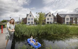 Wethouder Teunissen in de nieuwbouwwijk Beekweide I in Renswoude.beeld RD, Henk Visscher