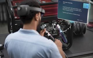 AR zal voorlopig vooral worden toegepast in situaties waarin mensen met hun handen werken. Foto: de HoloLens 2.beeld Microsoft