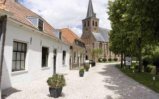 Zestien huizen telt 't Woudt, tussen Den Hoorn en De Lier, en precies het dubbele aantal inwoners.beeld Niek Stam