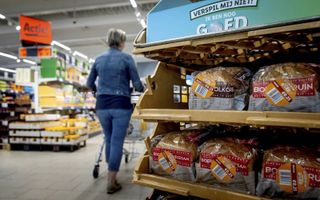 Producten die tegen de houdbaarheidsdatum aan zitten, worden tegen spotprijzen aangeboden bij Lidl. De supermarktketen verkoopt groenten voor 25 cent. Vlees en vis voor het dubbele.beeld ANP, Koen van Weel