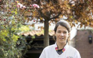 """Verpleegkundige Carlijn van Nieuwkoop: """"Een spelletjesmiddag, visite van een kerkelijk vrijwilliger, het gaat allemaal niet door.""""beeld RD, Anton Dommerholt"""