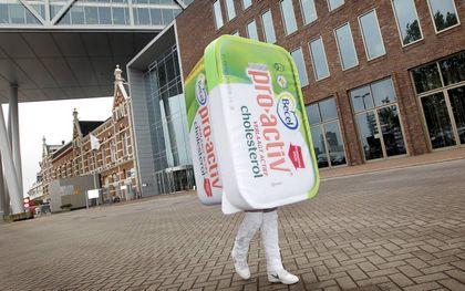 """""""Stop de misleiding."""" Met die slogan voerde voedselwaakhond Foodwatch al in 2012 actie tegen de boterkuipjes Becel ProActiv van Unilever. beeld ANP, Bas Czerwinski"""