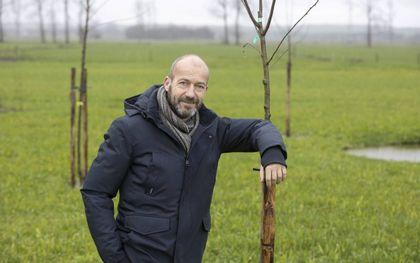 Reinier van den Berg plantte afgelopen najaar 400 struiken en bomen aan in zijn tuin. beeld RD, Anton Dommerholt