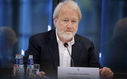 """""""Jaap van Dissel, de voorzitter van het OMT, stelt expliciet dat hij geen rekening hoeft te houden met andere experts of deelaspecten van ons leven: """"We zitten er om de kwaal te bestrijden, niet voor de bijwerkingen""""."""" beeld ANP, Bart Maat"""