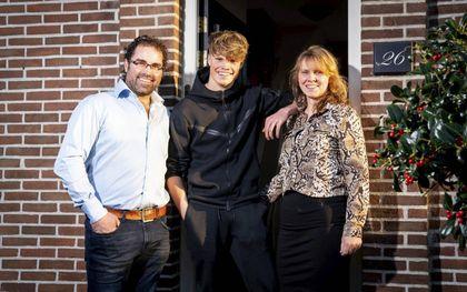 Familie Verkamman uit Bruinisse kreeg een zoon met het syndroom van Gilles de la Tourette. V.l.n.r. Jaco, Marius en Diëlle. beeld Cees van der Wal