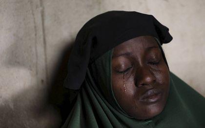 Moeder van twee scholieren uit de Nigeriaanse plaats Jangebe, een dag na hun ontvoering op vrijdag. Inmiddels zijn ze weer vrij.beeld AFP, Kola Sulaimon
