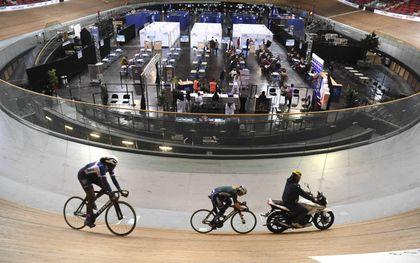 Coördinatiecentrum in de nationale wielerbaan van Saint-Quentin-en-Yvelines, ten zuidwesten van Parijs.beeld AFP, Alain Jocard