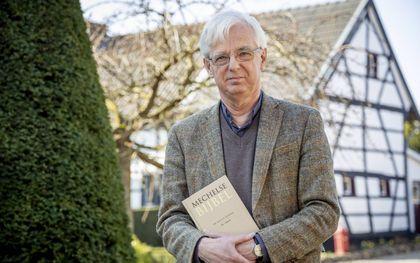 Emeritus pastoor J. H. van Leeuwen werkte zo'n 35 jaar aan zijn Mechelse Bijbel.beeld Jean-Pierre Geusens