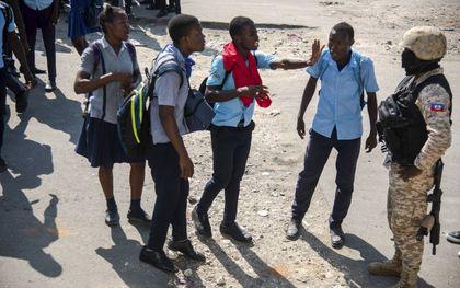 Haïtiaanse studenten protesteren vreedzaam tegen de regering van president Jovenel Moïse.beeld EPA, Jean-Marc Hervé Abelard