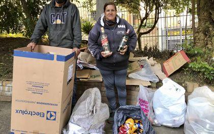 Afvalophalers Willian en Marta in Bogota.beeld Ynske Boersma