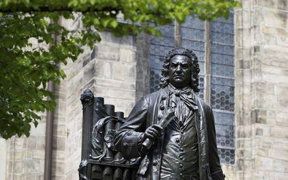 """""""De geloofsbeleving van Johann Sebastian Bach en de (lutherse) theologen van zijn tijd kan samengevat worden als piëtistisch."""" Foto: standbeeld van Bach bij de Thomaskirche in Leipzig. beeld RD, Henk Visscher"""