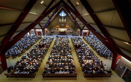 Jaaropening van de Gomarus Scholengemeenschap in 2019. Deskundigen verwachtten dat iedereen in de herfst weer naar de kerk kan.beeld Cees van der Wal