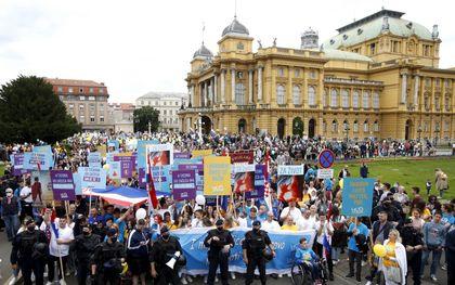 n Kroatië gingen eind mei een groep burgers de straat op om te protesteren tegen abortus. Landgenoot en Europarlementariër Predrag Fred Matic leidt in Brussel een rapport over het recht op abortus. beeld EPA, Antonio Bat