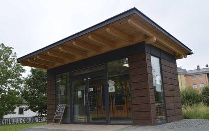 Moderne zelfbedieningswinkel bij de boer.beeld Harold Wilbrink