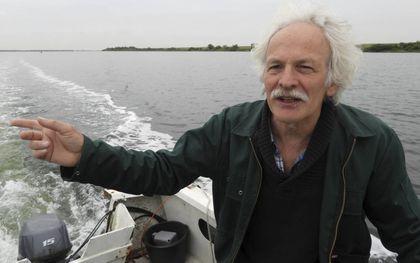 Ecoloog Kees de Kraker op de Grevelingen.beeld Kees van Reenen