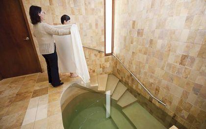 Overgang naar het Jodendom gaat gepaard met het mikwe of mikwa, een belangrijk reinigingsritueel in het Jodendom.beeld Hannah Nathans