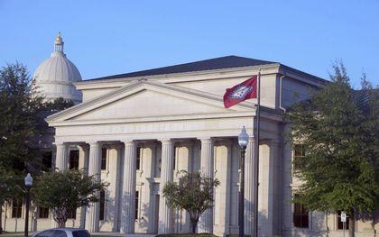 Het federale hooggerechtshof in Little Rock, Arkansas. Een federale rechter blokkeerde eind vorige week een wet van de staat die verbiedt dat artsen minderjarigen een transgenderbehandeling aanbieden.beeld Supreme Court of Arkansas